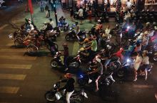 摩托车大军,过马路是个技术活