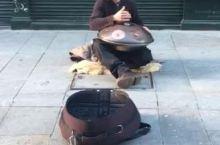 波尔图街头把锅当乐器敲的小哥