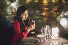 最浪漫不过在闪耀的艾菲尔铁塔下的游船晚宴