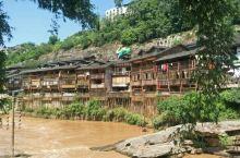 中山古镇,地处江津,是重庆较有名的古镇之一。到古镇,一定吃他的糍粑程炒胡豆。在龙塘村停车不收费,其余