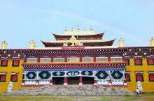 """塔公寺,全名""""一见如意解脱寺"""",是藏传佛教萨迦派著名寺庙之一"""