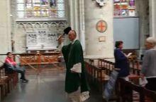 布鲁塞尔 礼拜日赶上了当地的宗教活动