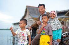 走进民丹岛悬空而建的海上渔村,邂逅印尼人的醇朴笑容