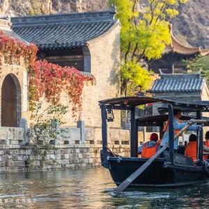 古北水镇游记图文-古北水镇的秋天,明媚阳光与缤纷秋叶,不带一点修饰,美得纯净