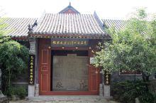 台儿庄古城里有一座古代清官廉史展馆,展馆不大,可以免费参观,走进展馆,里边都是一些古代清官的介绍或者