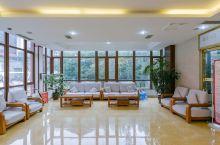 值得一去的酒店——大邑县道源圣城温泉国际大酒店  距离雪山不算远,环境挺好的,空气都很清新,很安静,