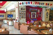 多哈当地最有特色的餐厅,好多球星的球衣🤣🤣🤣sawd