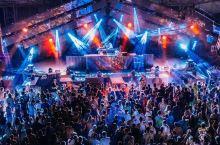 黑海边的电子音乐节,每个人以跳舞的名义与快乐相见