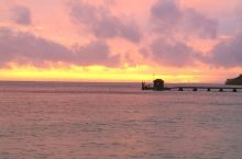 夕阳和彩虹 在MANA岛拍摄夕阳时,发现同时出现的彩虹