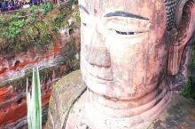 神秘的乐山大佛 乐山大佛——又名凌云大佛,位于四川省乐山市。大佛为弥勒佛坐像,始凿于唐玄宗开元初年(