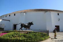 西班牙龙达斗牛场牛雕像