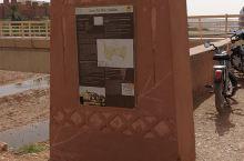 古城--------艾西拉小镇 艾西拉小镇------是座古城,整个古镇都是黄土砌成,早期是摩洛哥原
