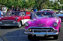 哈瓦那的老爷车 在现代高效率的社会生活久了,人的怀旧情结似乎有些增长,就好像《花样年华》中令人炫目的