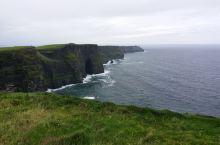 """位于克莱尔郡的莫赫悬崖旅游区(Moher)是爱尔兰最热门的自然景观旅游胜地,大约在三亿两千万年前的"""""""
