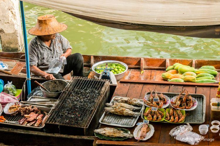 Damnoen Saduak Floating Market1