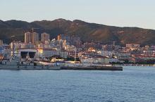 黄海上璀璨夺目的明珠威海 威海位于山东半岛东端,三面滨临黄海,明洪武年间为抗倭设立威海卫。有中国近代