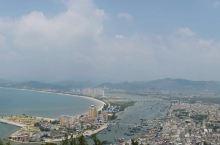 双月湾风光无限 山景、海景和海鲜