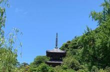 清水寺看多种御守,做你最灵验的守护神  从清水三年坂往上走就是清水寺了,我和朋友到的时候本来想先拍几