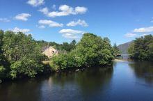 罗蒙湖、尼斯湖、苏格兰高地       逃婚小镇是英格兰与苏格兰边界的苏格兰小镇,离开了平坦的英格兰