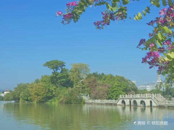 Hundred Flower Pond (Bai Hua Zhou)