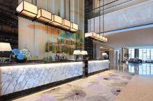 值得一去的酒店——六安曙光铂尊酒店  酒店内部很大,绿树成荫,后面有一个很大的湖,环境优美,卫生整洁