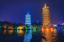 在桂林夜游两江四湖,欣赏漓江两岸的灯光秀