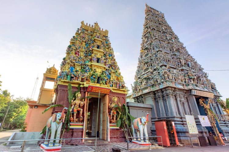 Old & New Kathiresan Kovil