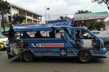 菲律宾宿雾街上跑着五颜六色的吉普尼(车资7p)。