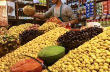 彩色的摩洛哥 摩洛哥是彩色的,撒哈拉是金色的,这里充满了艳丽的色彩,也有着美丽的传说。摩洛哥的色彩提