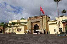 巴拉特皇宫 拉巴特皇宫——迄今已有227年历史,具有典型阿拉伯宫殿建筑的风格,宽广大气,中央有广场,