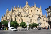 入住塞戈维亚的伯爵府,感受白雪公主城堡 Toledo开到塞维利亚也就两个多小时了,没什么压力,按照导