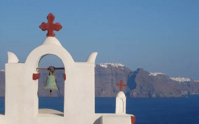 人山人海的圣岛和宁静的帕罗斯岛之间,我们还是义无反顾地选择了圣托里尼。