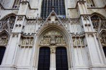 圣米歇尔及圣古督勒大教堂