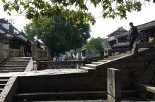 周庄--一座水墨丹青写就的江南小镇,因小平送美国总统的陈丹青画双桥而闻名于世。张厅和沈厅特别是沈万三