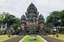 在印尼群岛中心的雅加达,呼唤爱