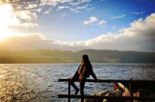 站在尼斯湖旁凹造型有点怕怕,万一水怪把我抓走了怎么办!