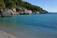 南园岛清澈的海水