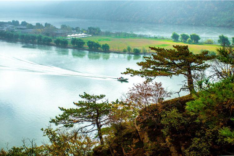 Huguxia Scenic Area4