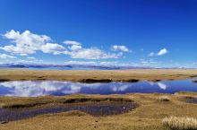 当惹雍措是西藏第四大湖,三面环山,从不同的角度呈现不同的景色