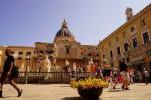 四角场  Emanuele大街和Maqueda大街的交叉口,是巴勒莫老城的中心,将老城的名胜古迹分割