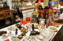 狮子纪念碑 去往狮子纪念碑的路上,我们路过了琉森的唐人街,一条街都是中国人开的卖纪念品的商店,有的店