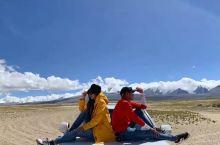 到希夏邦马峰,小武打开四驱,加足马力,冲上了峰前的一片沙漠,开始各种造型摆拍。