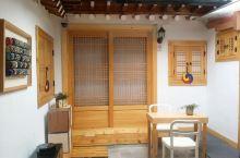 韩屋体验   初次到访的必打卡地  民宿名称: 首尔好运韩屋民宿双人床房-带独立浴室  民宿位置: