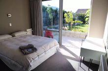 #神奇的酒店 拥有私家花园的瓦纳卡湖边慢生活