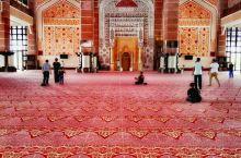 漂亮精致的粉红清真寺
