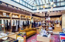 其实来法国巴黎购物大家最多的还是会想起春天百货和老佛爷这两家,为什么这么火,因为一栋楼里所有的品牌都