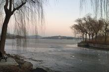 昆明湖的黎明 拍摄的一组黎明时分,太阳刚刚升起时候的昆明湖,天地开阔,游人未至,四周安静,非常美丽。