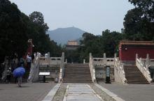 北京明十三陵(定陵)。