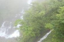 雨雾中的华严瀑布