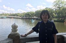 潮州西湖 逛公园前,步行到一家很出名的市井肠粉店,话说这是潮式早饭,(拍得难看点)新桥肠粉人多生意好